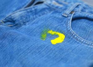 Cu ce se curata vopseaua acrilica de pe haine